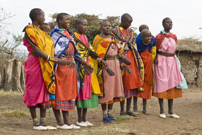 Mulheres do Masai da dança fotos de stock royalty free