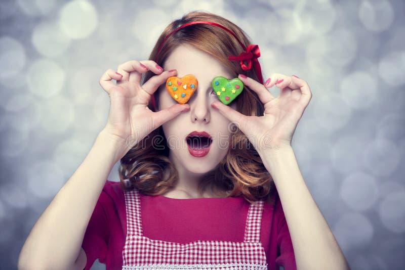 Mulheres do Redhead com biscoitos imagens de stock royalty free