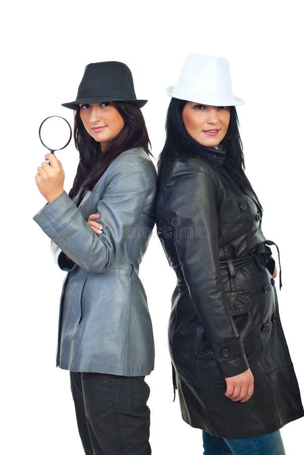 Mulheres dos detetives com chapéus fotos de stock