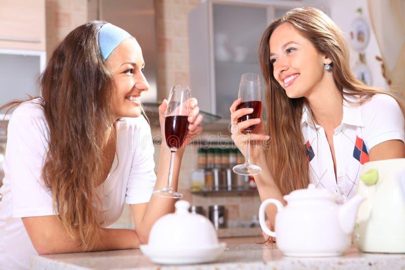 Mulheres felizes imagens de stock royalty free