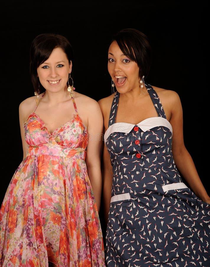 Mulheres felizes que desgastam vestidos imagem de stock royalty free