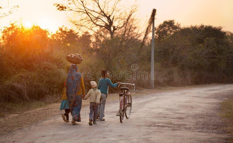 Mulheres indianas com crianças imagem de stock royalty free