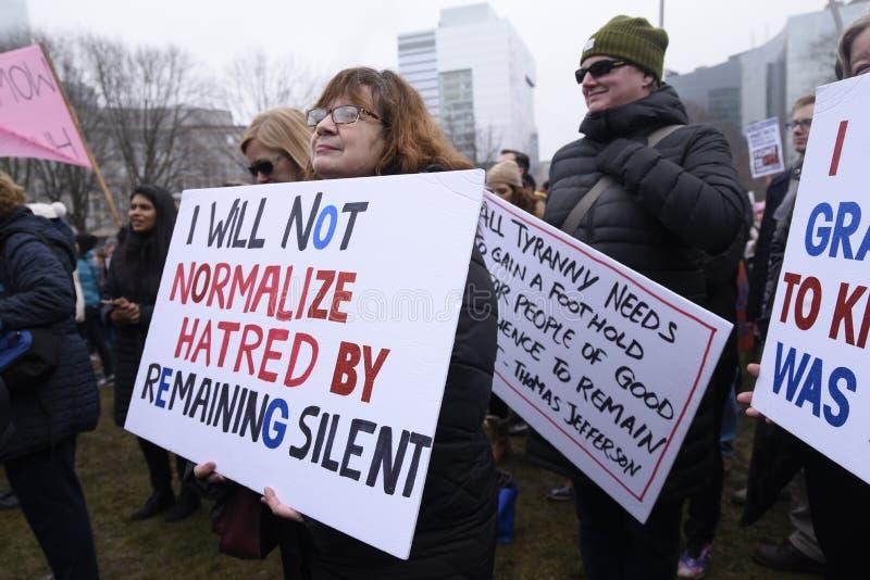 Mulheres março em Toronto fotografia de stock royalty free