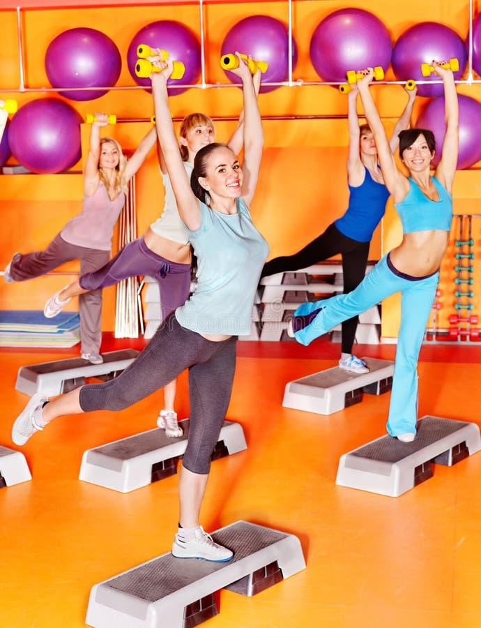 Mulheres na classe de aerobics. foto de stock royalty free