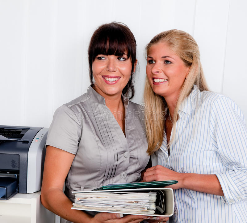 Mulheres na conversação foto de stock royalty free