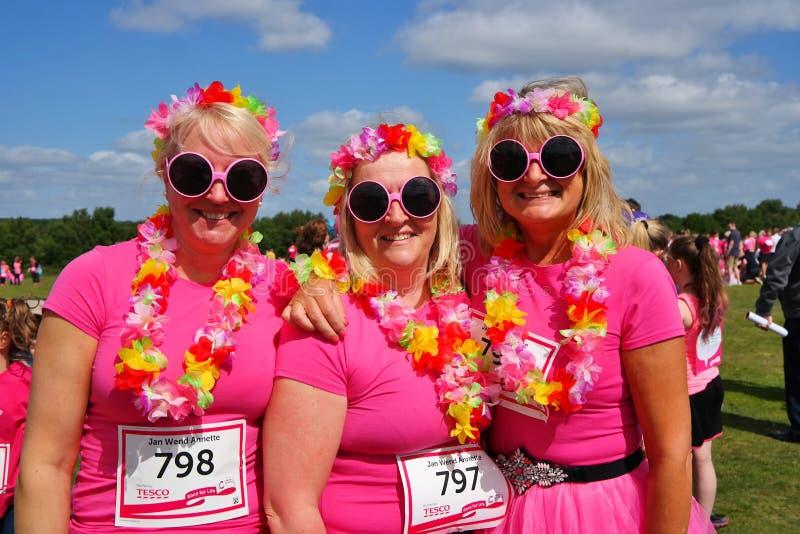 Mulheres na raça para o evento de vida fotos de stock