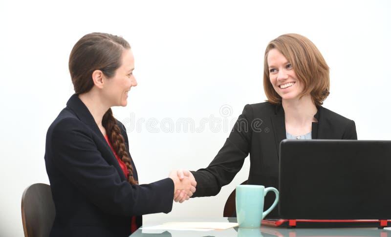 Mulheres na reunião de negócios ou na entrevista de trabalho imagem de stock