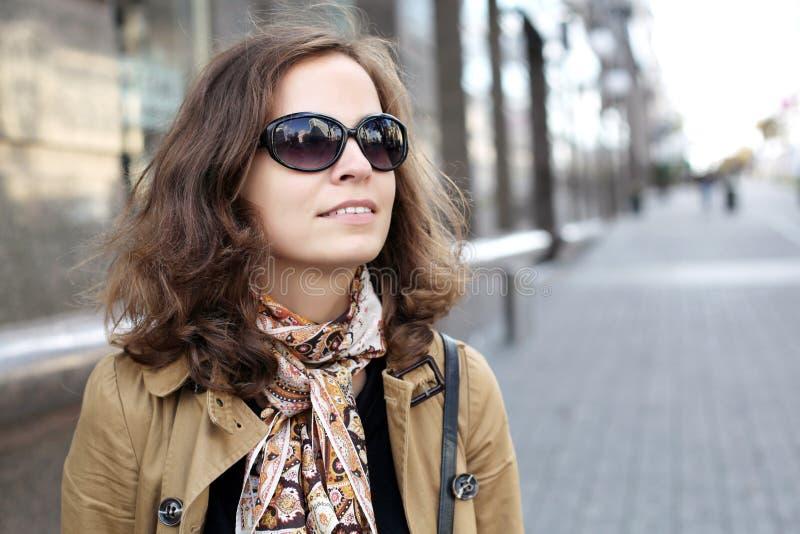 Download Mulheres na rua foto de stock. Imagem de beleza, fundo - 29836296