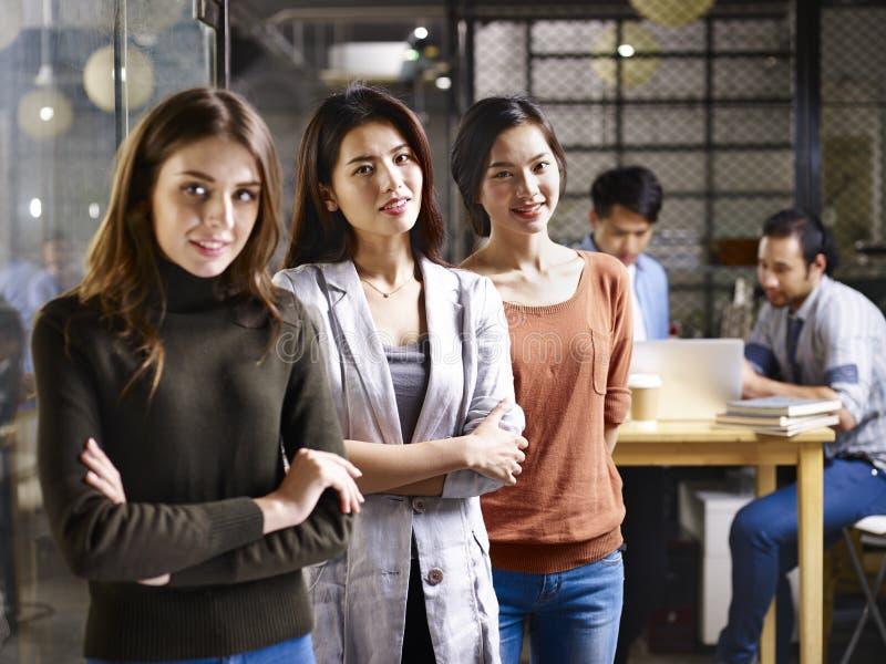 Mulheres no negócio imagens de stock royalty free
