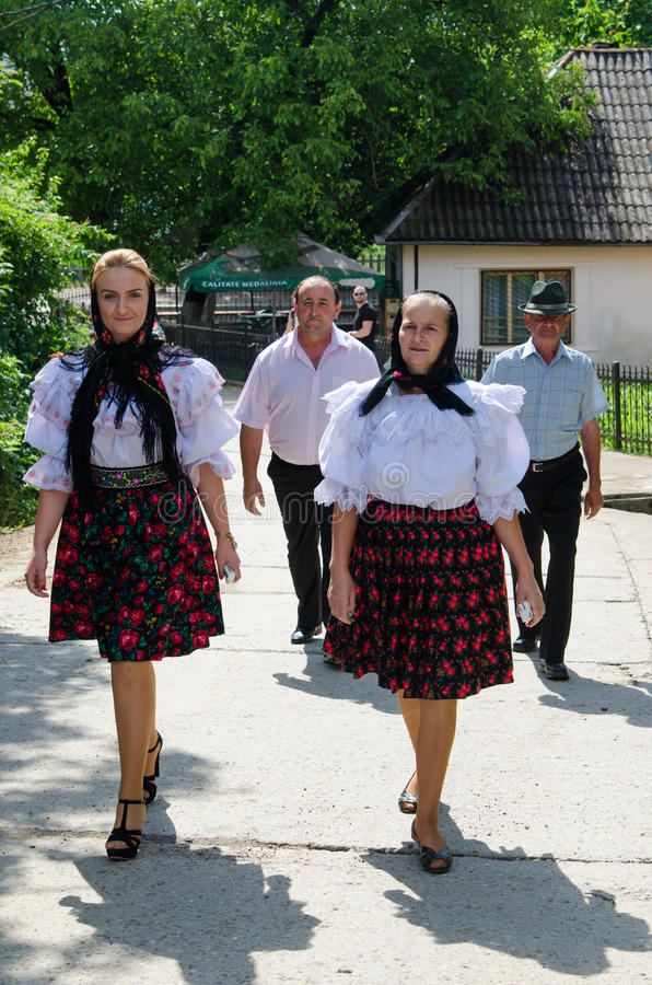Mulheres no porto nacional, Romênia imagens de stock royalty free