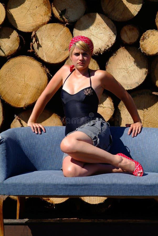 Mulheres no sofá imagem de stock royalty free