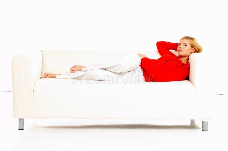 Mulheres no sofá fotos de stock
