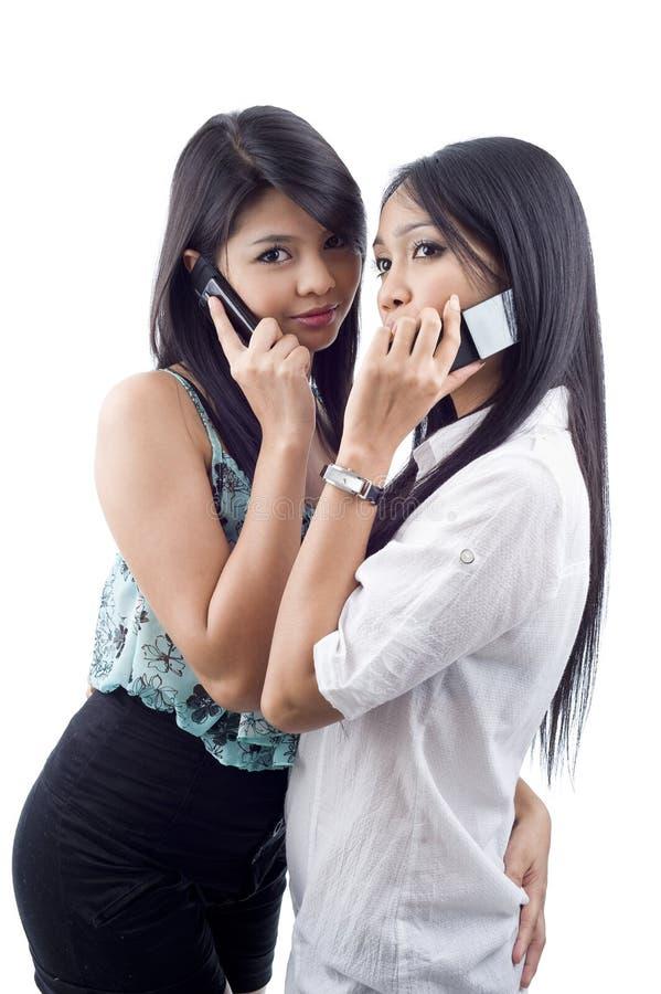 Mulheres no telefone foto de stock royalty free