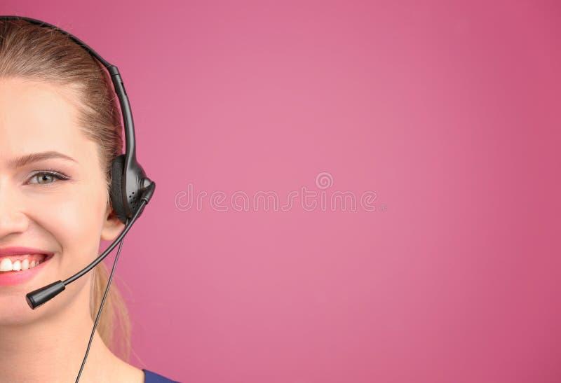 Mulheres novas bonitas com auriculares imagem de stock royalty free