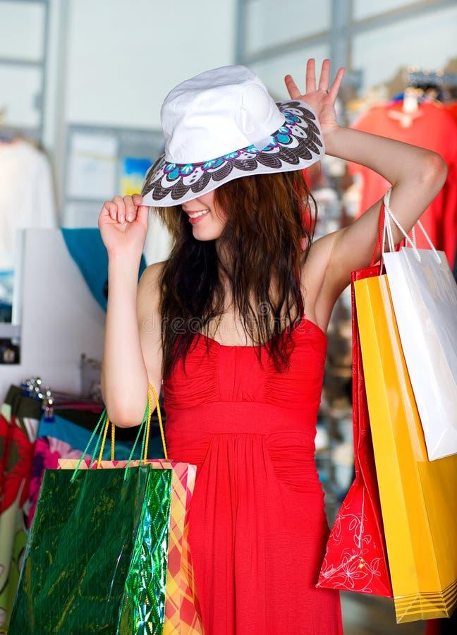 Mulheres novas bonitas com pacotes imagem de stock royalty free