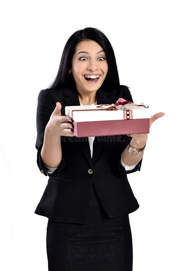 Mulheres novas com presente foto de stock royalty free