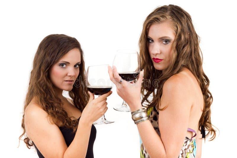 Mulheres que bebem o vinho imagens de stock