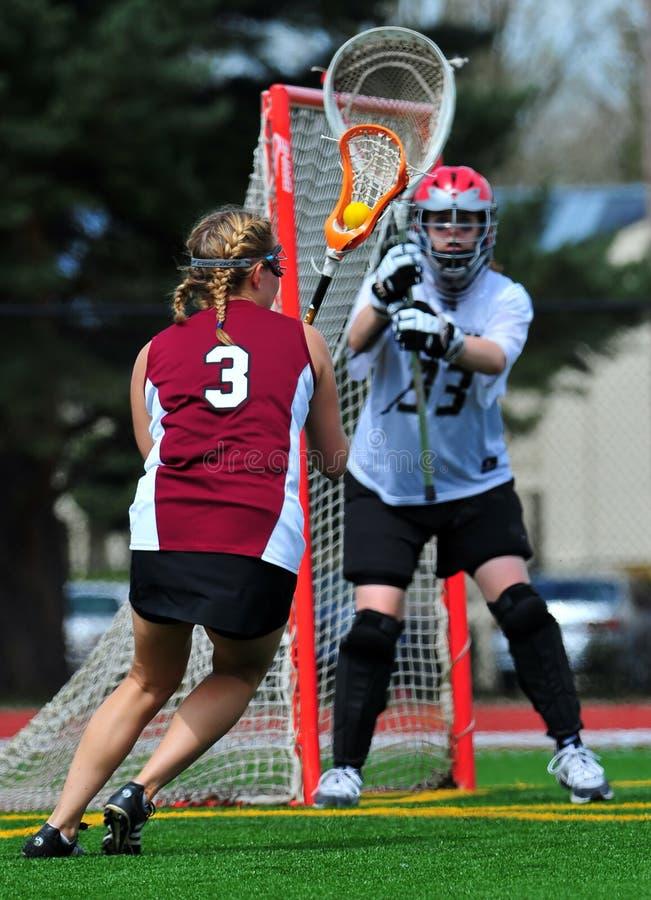 Mulheres que jogam o lacrosse fotos de stock