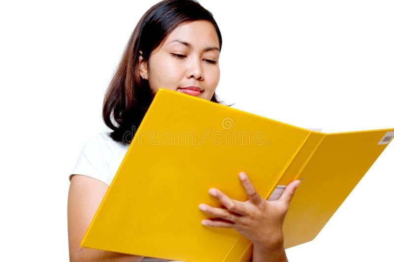 Mulheres que prendem um arquivo imagem de stock