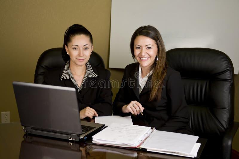 Mulheres que têm uma reunião foto de stock