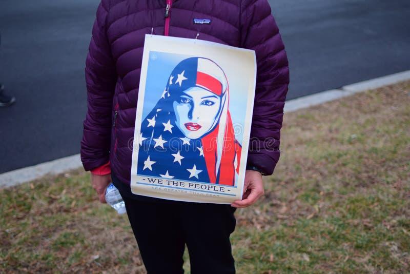 Mulheres ` s março de 2017: Nós a edição muçulmana da mulher dos povos imagens de stock royalty free