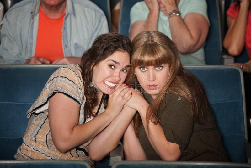 Mulheres Scared no teatro fotos de stock royalty free