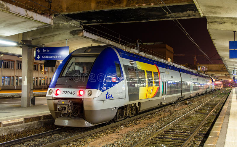 MULHOUSE FRANKRIKE - NOVEMBER 01: Elektrisk åtskillig nolla för enhet Z 27946 fotografering för bildbyråer