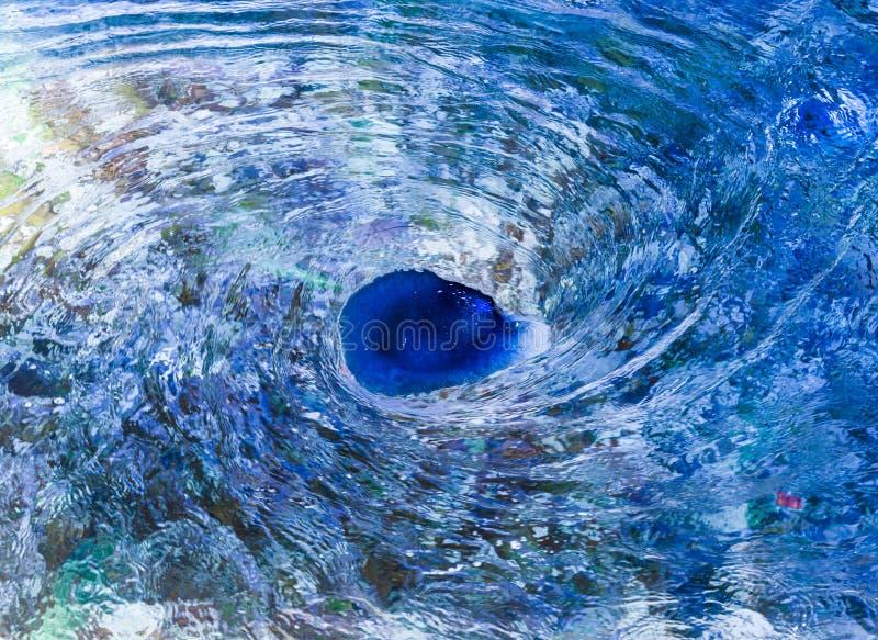 Mulinello dell'acqua blu immagine stock