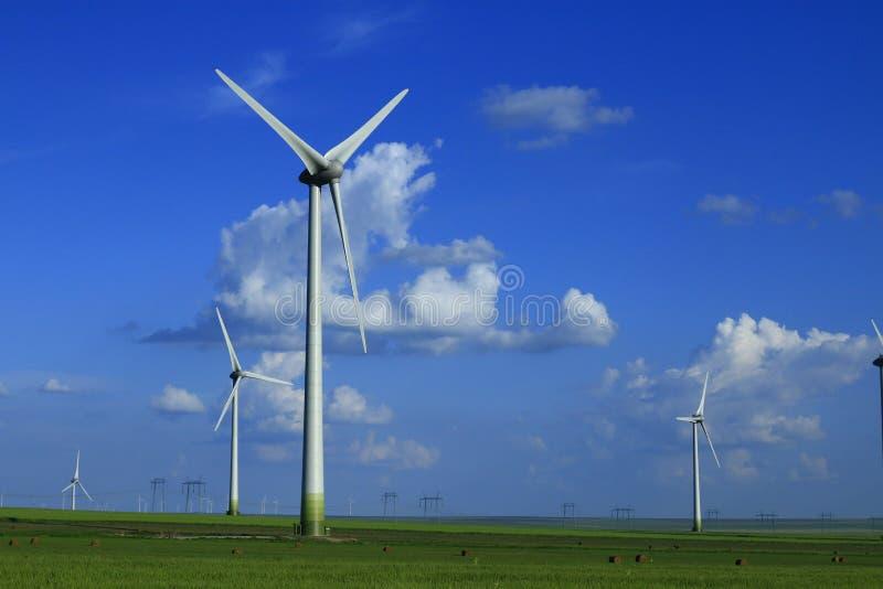 Mulini a vento ad alba immagini stock