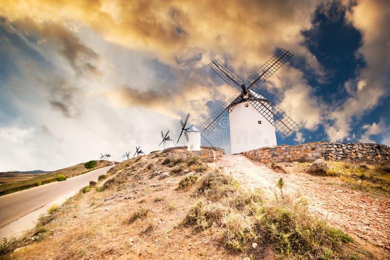 Mulini a vento a Consuegra immagini stock libere da diritti