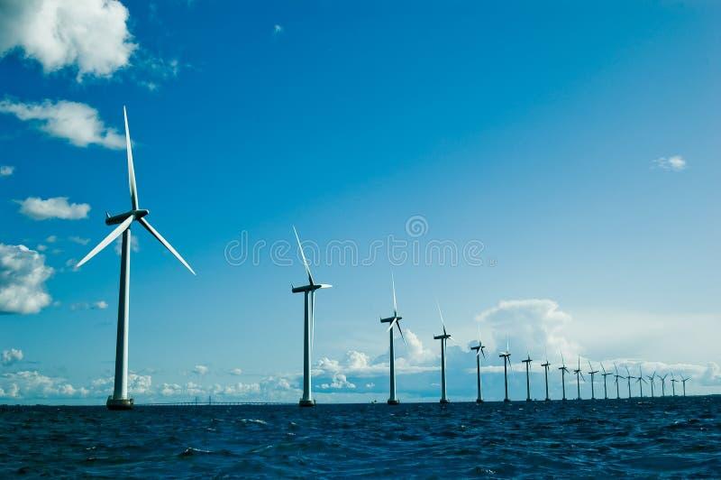 Mulini a vento più ulteriormente, orizzontale fotografie stock