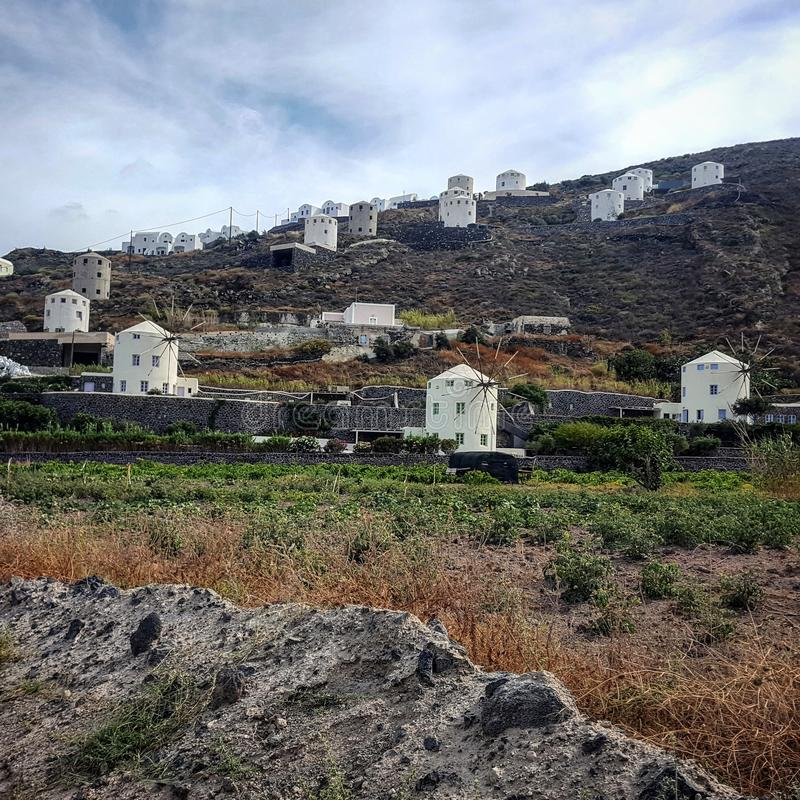 Mulini a vento in Santorini, Grecia fotografie stock libere da diritti