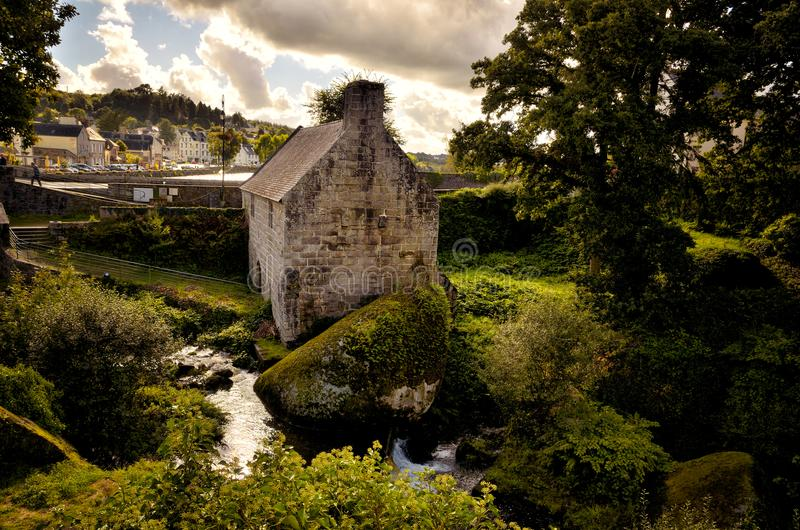 Mulino a acqua di Huelgoat, un vecchio e mulino a acqua tipico in Brittany France immagini stock