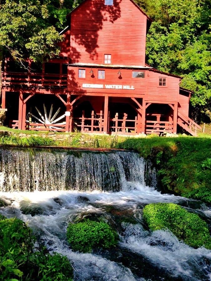 Mulino a acqua rosso nel Missouri immagini stock libere da diritti