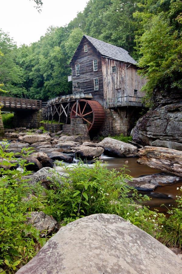 Mulino del grano da macinare dell'insenatura della radura al parco di stato Babcock, Virginia Occidentale fotografia stock libera da diritti