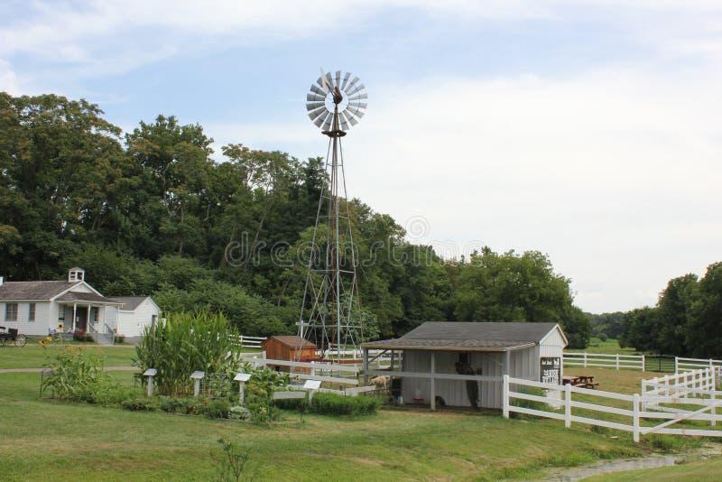 Mulino di vento a Villaggio di Amish fotografia stock libera da diritti