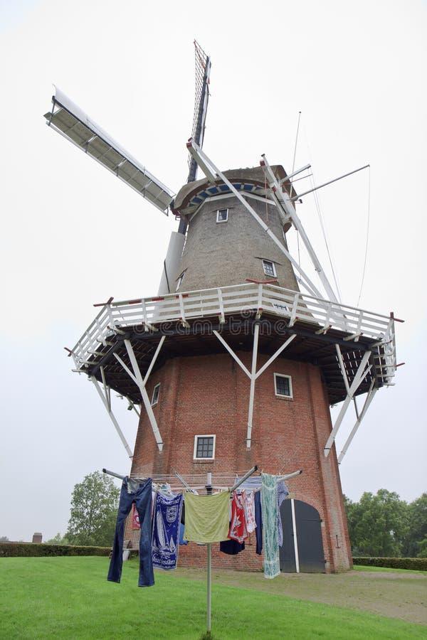 Mulino olandese Zeldenrust del grembiule in Dokkum, Frisia fotografia stock