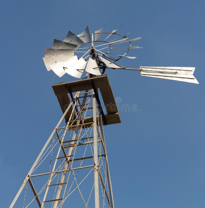 Mulino a vento antiquato di potenza fotografia stock libera da diritti