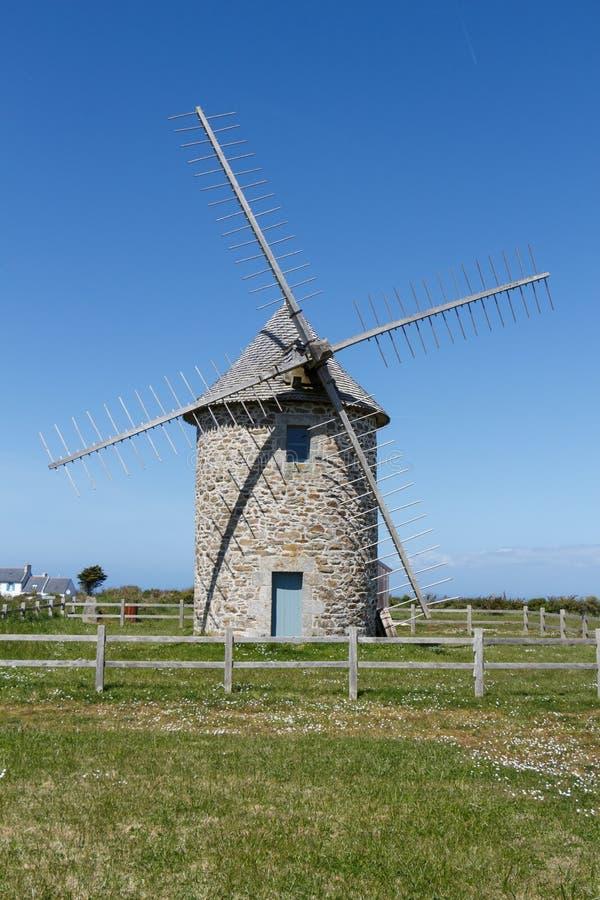 Mulino a vento in cappuccio Sizun di Cleden fotografie stock
