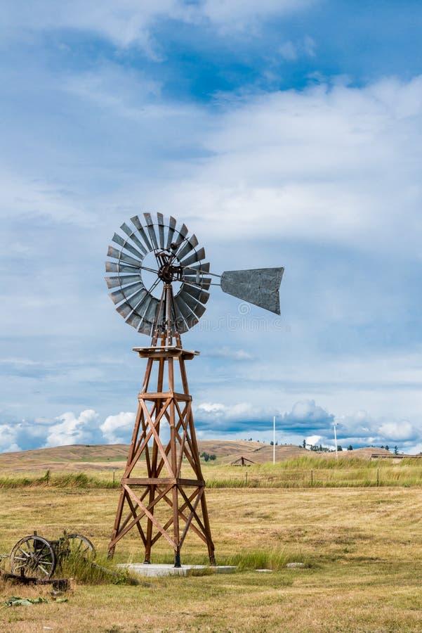 Mulino a vento d'annata americana immagini stock