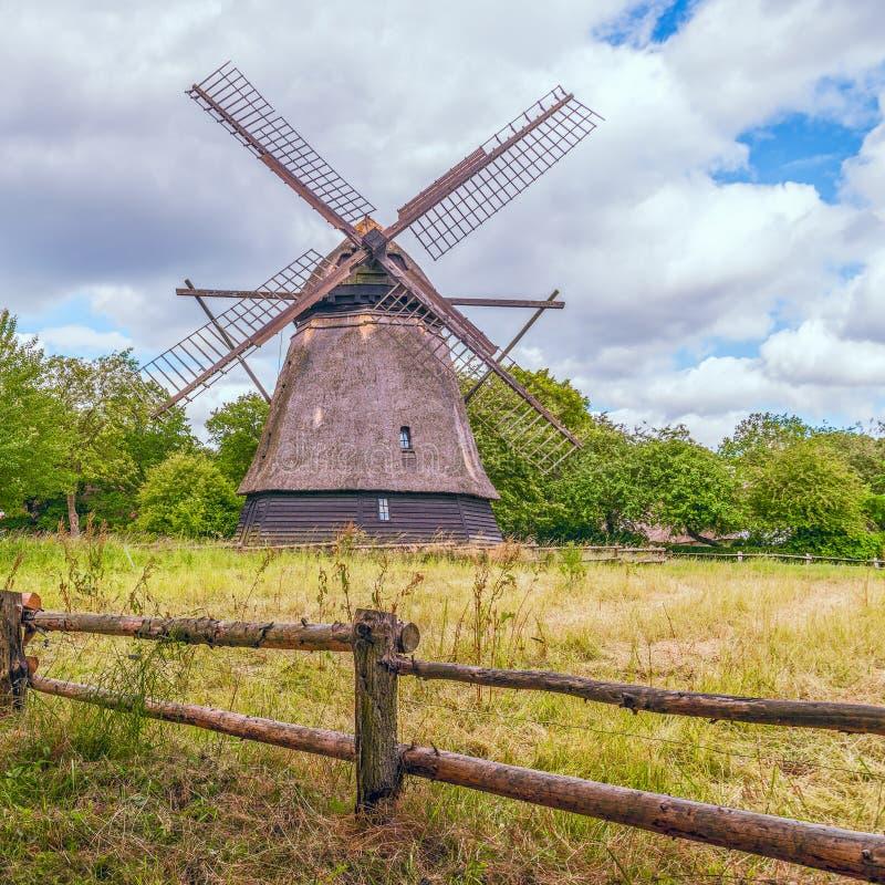 Mulino a vento danese storico in Odence Isola di Fionia denmark immagini stock libere da diritti