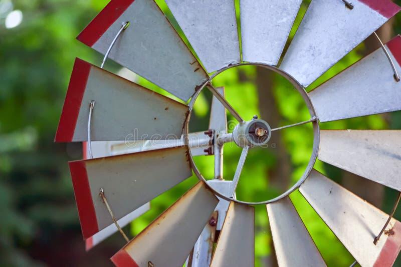 Mulino a vento del giardino fotografia stock libera da diritti