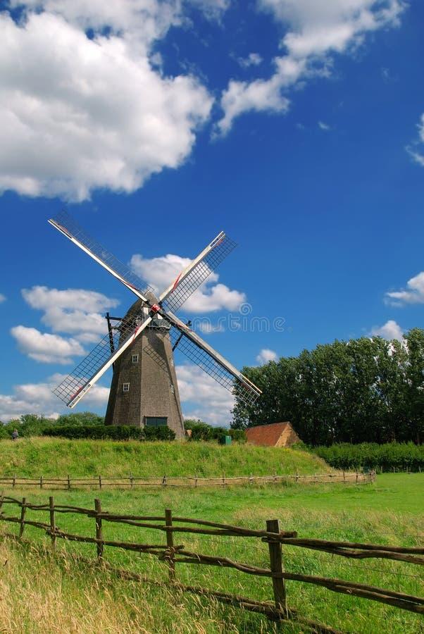 Mulino a vento dell'annata fotografia stock libera da diritti