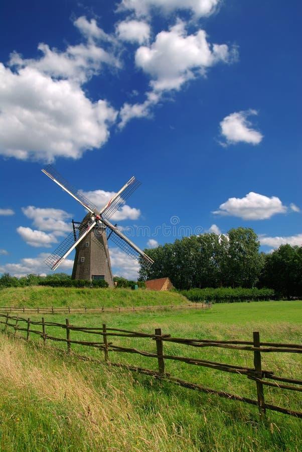 Mulino a vento dell'annata fotografie stock libere da diritti