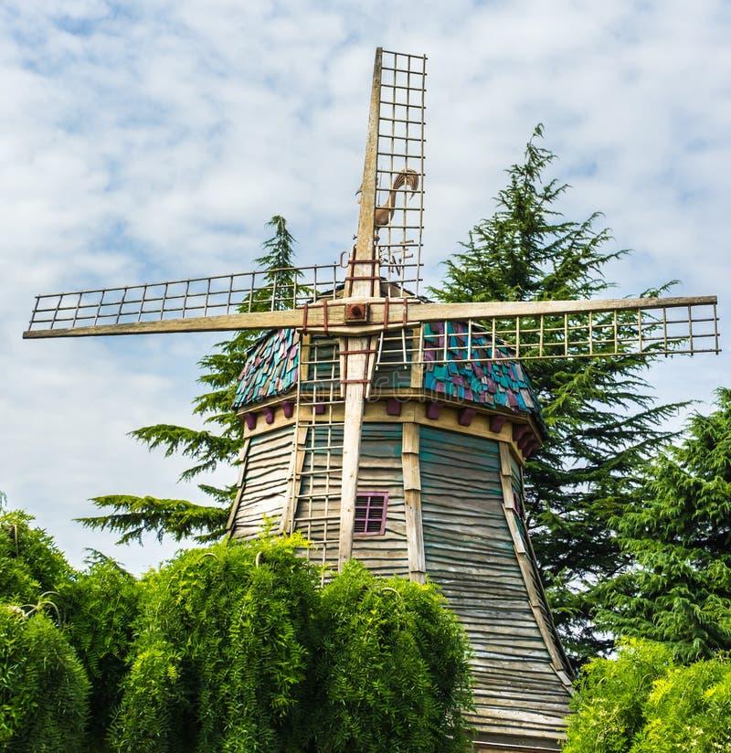 Mulino a vento favoloso nel parco fotografia stock libera da diritti