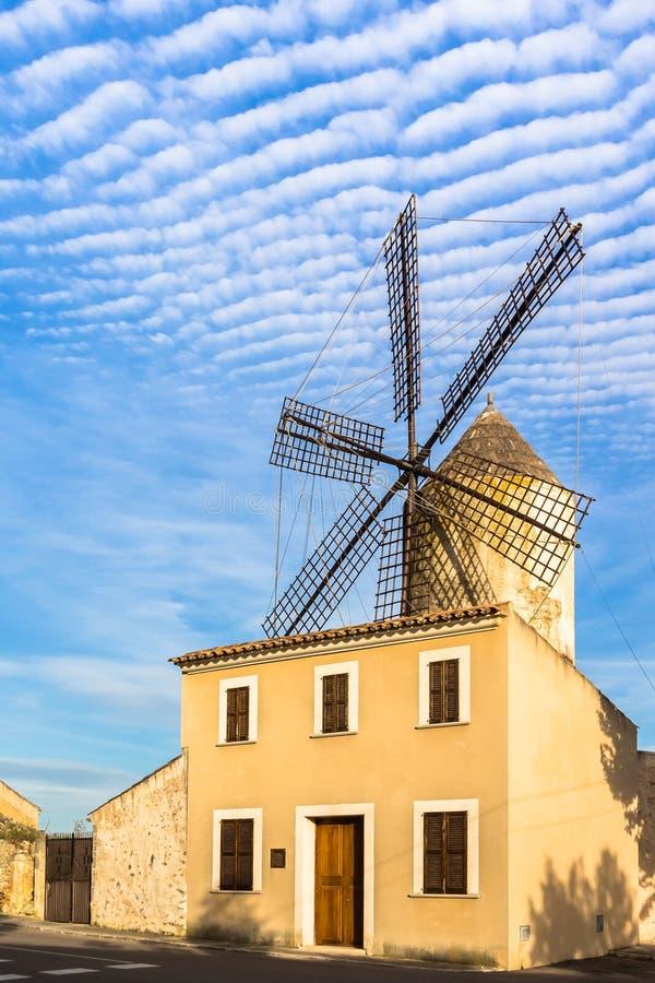 Mulino a vento in Llubi Mallorca immagini stock
