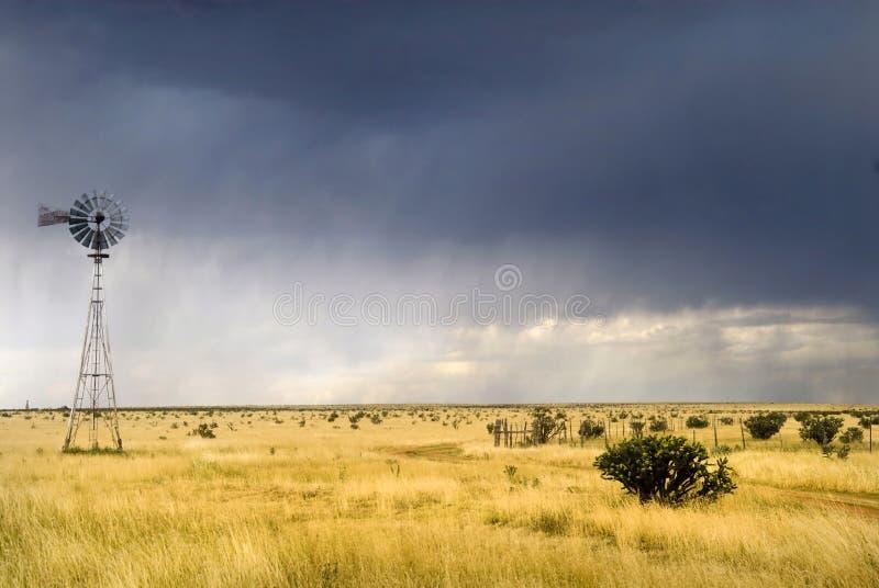 Mulino a vento lungo l'itinerario 66 nel Texas immagini stock