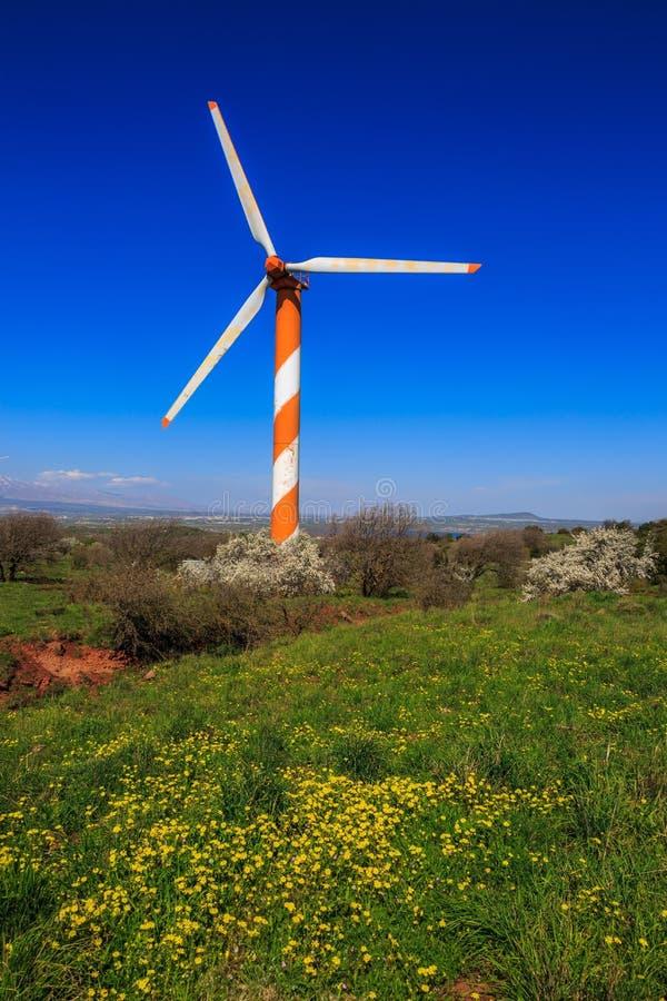 Mulino a vento moderno enorme immagini stock