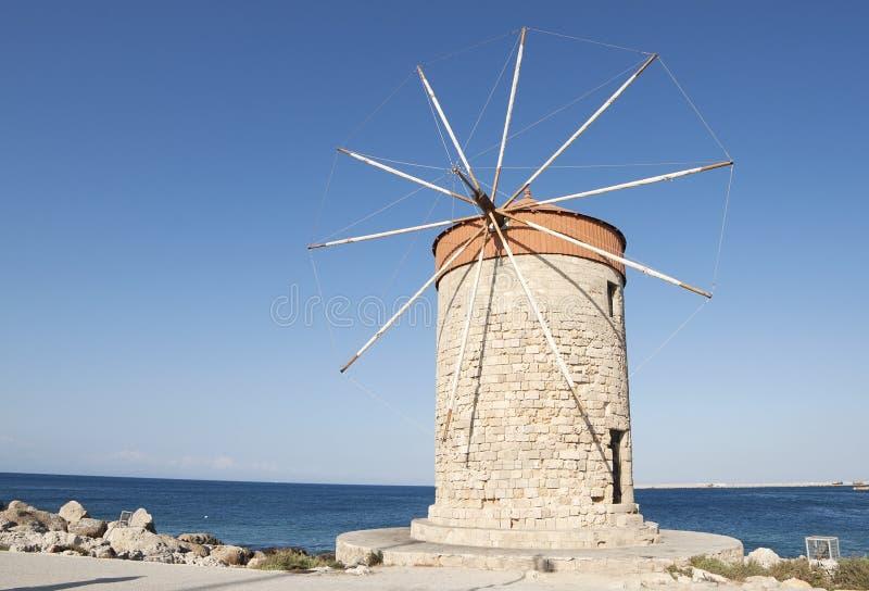 Mulino a vento nell'isola di Rodi immagini stock libere da diritti