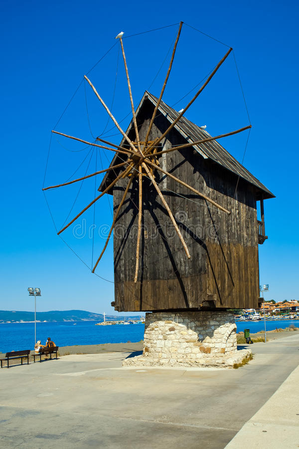 Mulino a vento in Nesebar, Bulgaria immagini stock